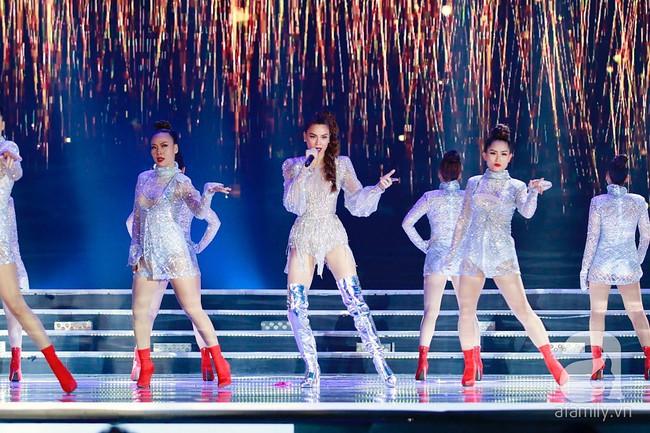 Hồ Ngọc Hà diện trang phục bó sát khuấy động sân khấu Chung kết Hoa hậu Việt Nam 2018 với 2 bản hit mới - Ảnh 3.