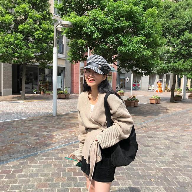 Chưa lạnh hẳn nhưng áo len và cardigan đã rục rịch phủ kín street style Châu Á tuần này - ảnh 15