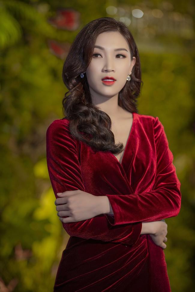Phí Thùy Linh được chồng doanh nhân điển trai như tài tử hộ tống đi sự kiện - Ảnh 2.