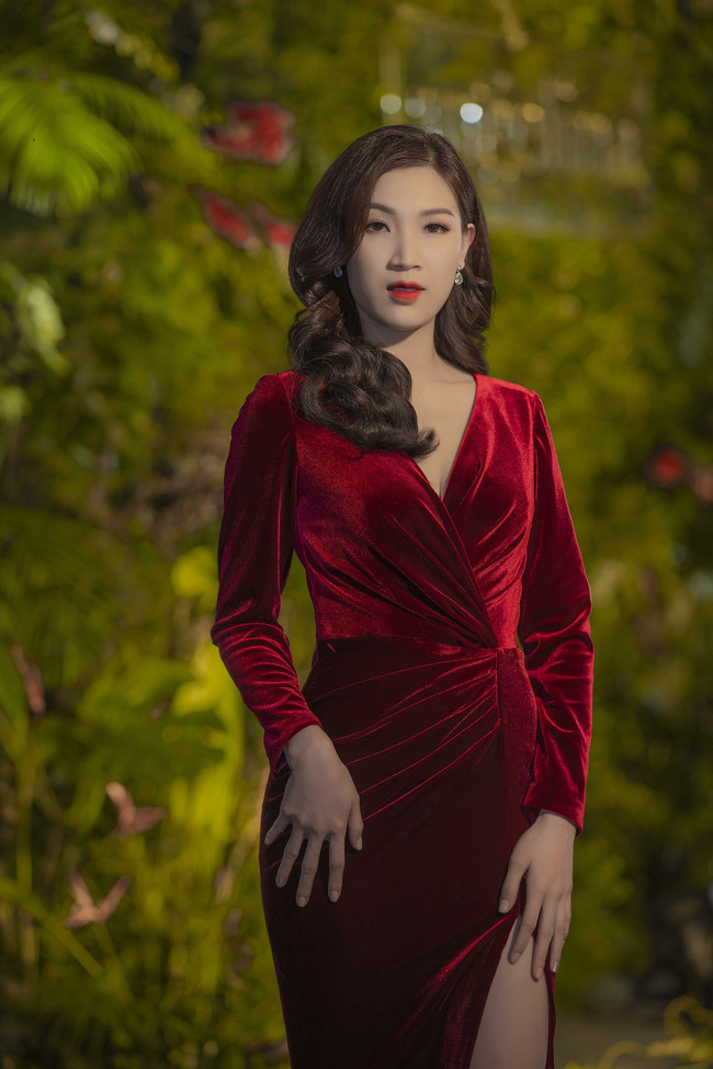 Phí Thùy Linh được chồng doanh nhân điển trai như tài tử hộ tống đi sự kiện - Ảnh 3.