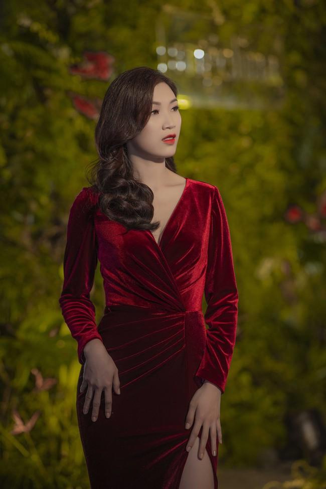 Phí Thùy Linh được chồng doanh nhân điển trai như tài tử hộ tống đi sự kiện - Ảnh 4.