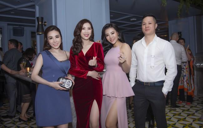 Phí Thùy Linh được chồng doanh nhân điển trai như tài tử hộ tống đi sự kiện - Ảnh 8.