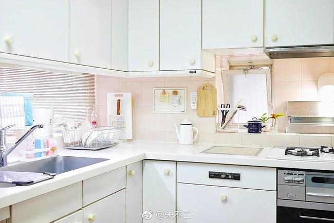 Ngôi nhà nhỏ lãng mạn của đôi vợ chồng trẻ từ bỏ cuộc sống ở Tokyo, Nhật Bản để về ngoại ô sinh sống - Ảnh 9.