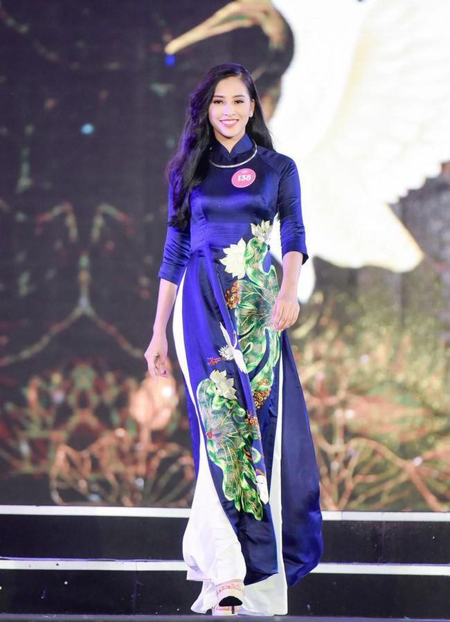 Sự thật về đôi giày mà Trần Tiểu Vy cứ diện đi diện lại khi tham dự Hoa hậu Việt Nam - Ảnh 1.