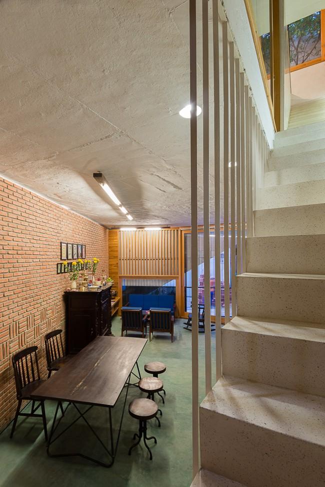 Ngôi nhà 48m² xây trên đất xéo có hàng tá nhược điểm nhưng góc nào cũng khiến người ta xuýt xoa bởi quá hợp lý ở Sài Gòn - Ảnh 4.