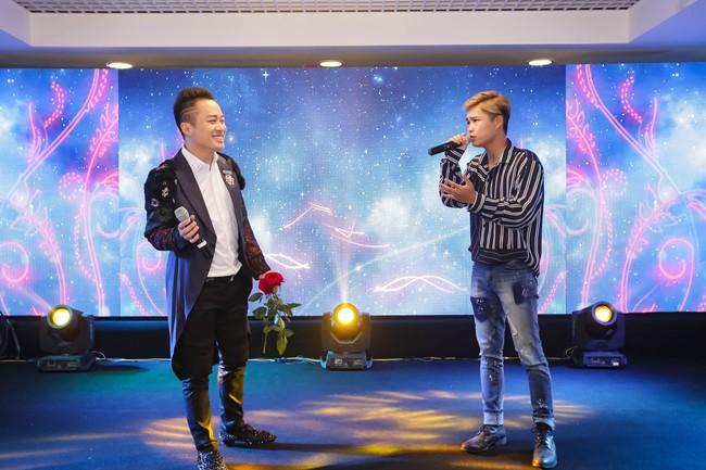 Tùng Dương lần đầu song ca cùng em trai trên sân khấu - Ảnh 3.