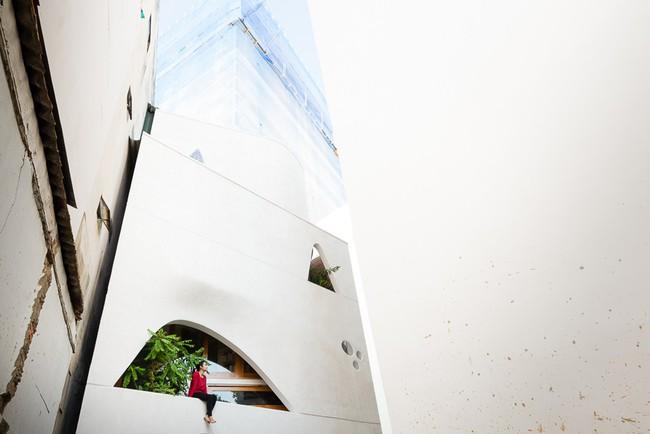 Ngôi nhà 48m² xây trên đất xéo có hàng tá nhược điểm nhưng góc nào cũng khiến người ta xuýt xoa bởi quá hợp lý ở Sài Gòn - Ảnh 2.