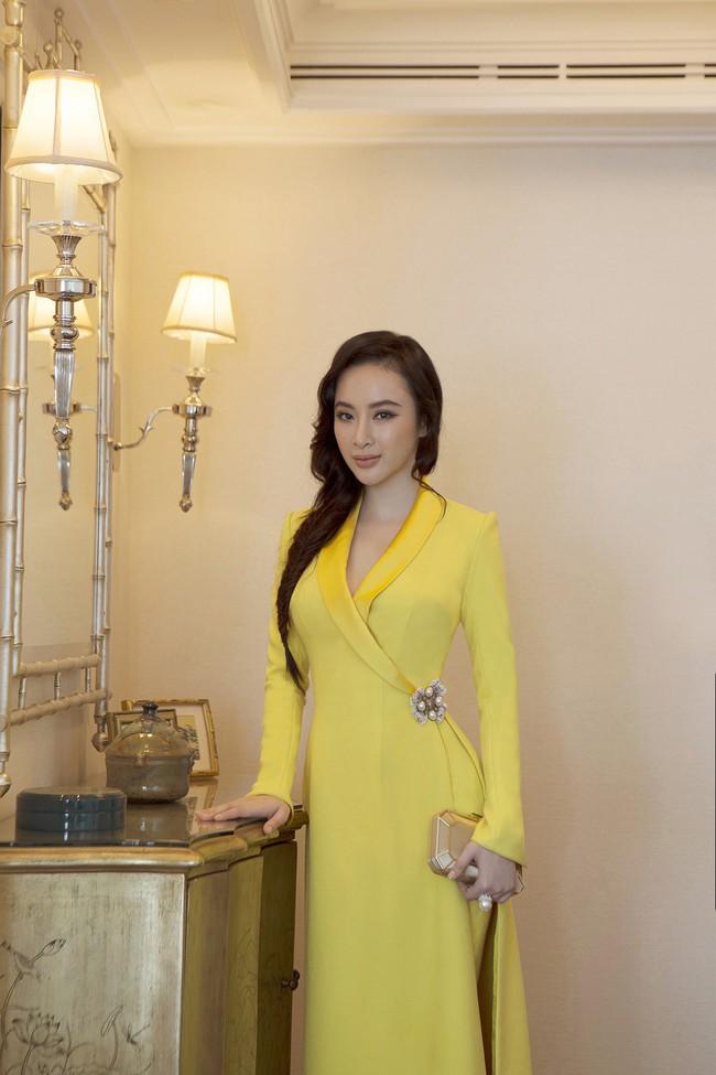 Nhẹ nhàng, mong manh như HH Đỗ Mỹ Linh cũng có tới 3 lần đụng độ váy áo với người đẹp nóng bỏng Angela Phương Trinh - Ảnh 13.