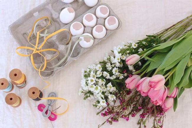 Khung cửa sổ lãng mạn bất ngờ với cách làm rèm hoa vỏ trứng vô cùng tiết kiệm chi phí - Ảnh 3.