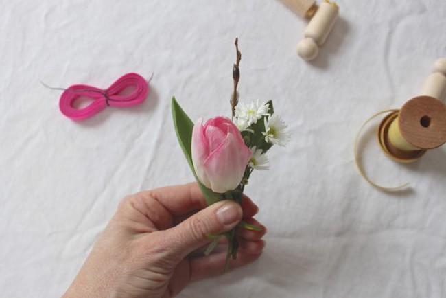 Khung cửa sổ lãng mạn bất ngờ với cách làm rèm hoa vỏ trứng vô cùng tiết kiệm chi phí - Ảnh 6.
