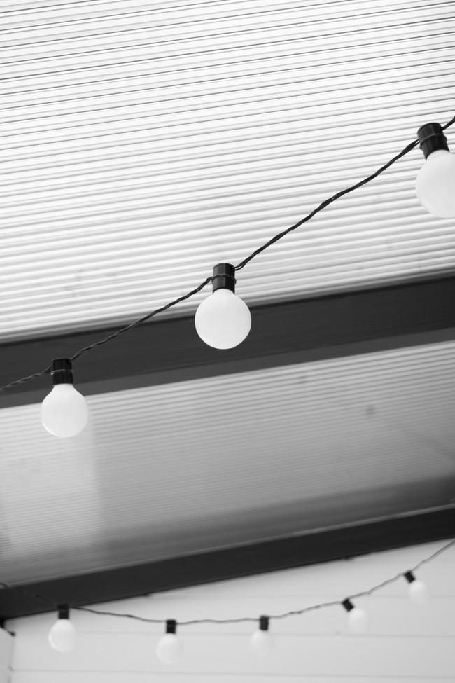 Sau cải tạo, căn phòng cũ nhạt nhẽo đã biến thành góc thư giãn ngập tràn ánh nắng với phong cách Scandinavian  - Ảnh 3.
