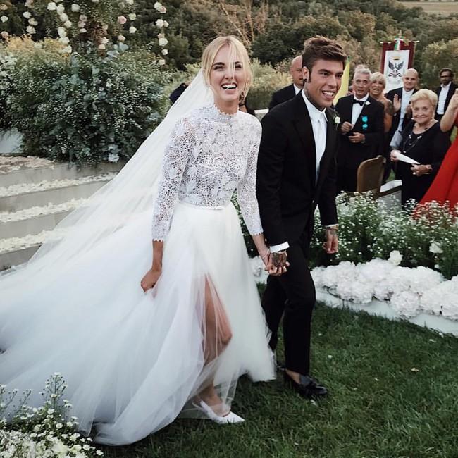 Váy cưới của hot fashionista Chiara Ferragni đẹp hơn tưởng tượng, được Dior thiết kế riêng và tốn tới 1600 giờ để hoàn thiện - Ảnh 1.