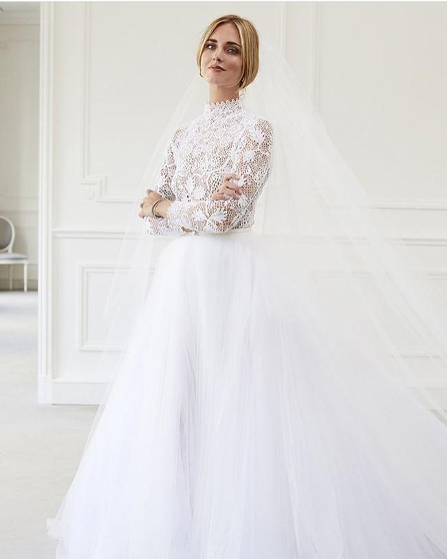 Váy cưới của hot fashionista Chiara Ferragni đẹp hơn tưởng tượng, được Dior thiết kế riêng và tốn tới 1600 giờ để hoàn thiện - Ảnh 4.