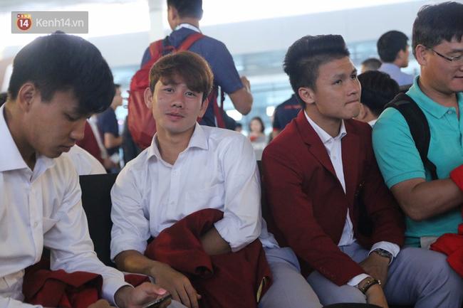 Để ý mới thấy, tuyển Olympic Việt Nam mặc đồng phục trông bảnh bao và trendy ra phết - Ảnh 5.