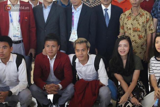 Để ý mới thấy, tuyển Olympic Việt Nam mặc đồng phục trông bảnh bao và trendy ra phết - Ảnh 6.