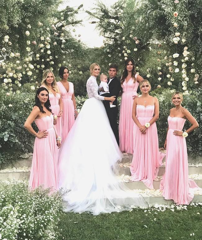 Váy cưới của hot fashionista Chiara Ferragni đẹp hơn tưởng tượng, được Dior thiết kế riêng và tốn tới 1600 giờ để hoàn thiện - Ảnh 7.