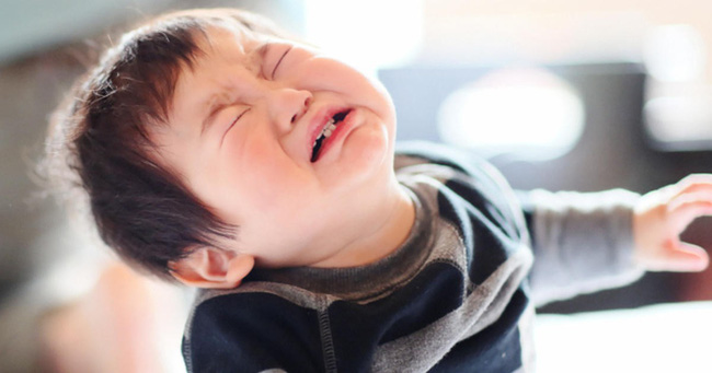 4 tuyệt chiêu nhanh - gọn - nhẹ giúp xử lý thói ăn vạ của trẻ, bố mẹ tuyệt đối đừng bỏ qua - Ảnh 3.