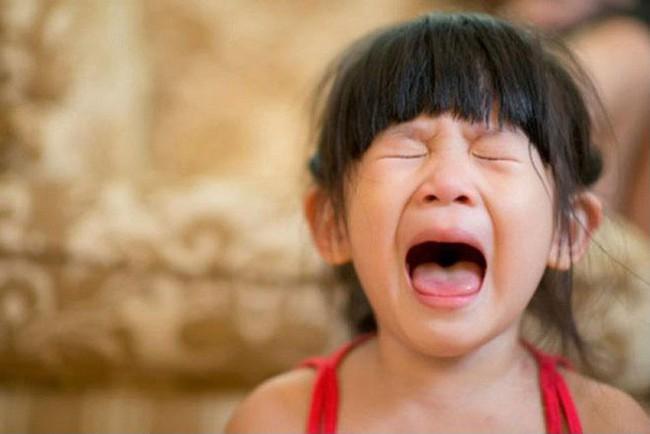 4 tuyệt chiêu nhanh - gọn - nhẹ giúp xử lý thói ăn vạ của trẻ, bố mẹ tuyệt đối đừng bỏ qua - Ảnh 2.