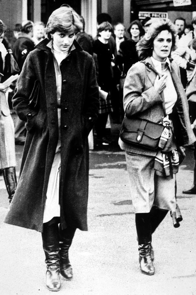 Từng giản dị đến mức nhàm chán, bà Camilla đã thay đổi phong cách thế nào để lọt top 30 nhân vật mặc đẹp nhất nước Anh? - Ảnh 2.