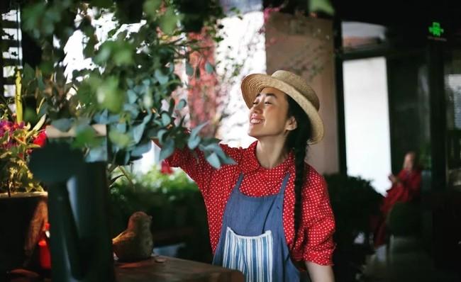Cô gái độc thân sở hữu 1 nhà hàng và 1 căn nhà lúc nào cũng ngập tràn màu sắc của các loại hoa - Ảnh 5.