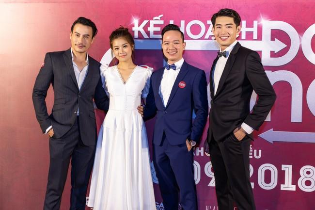 Hoàng Yến Chibi và Quang Đăng tình tứ nhảy múa trong họp báo  - Ảnh 6.
