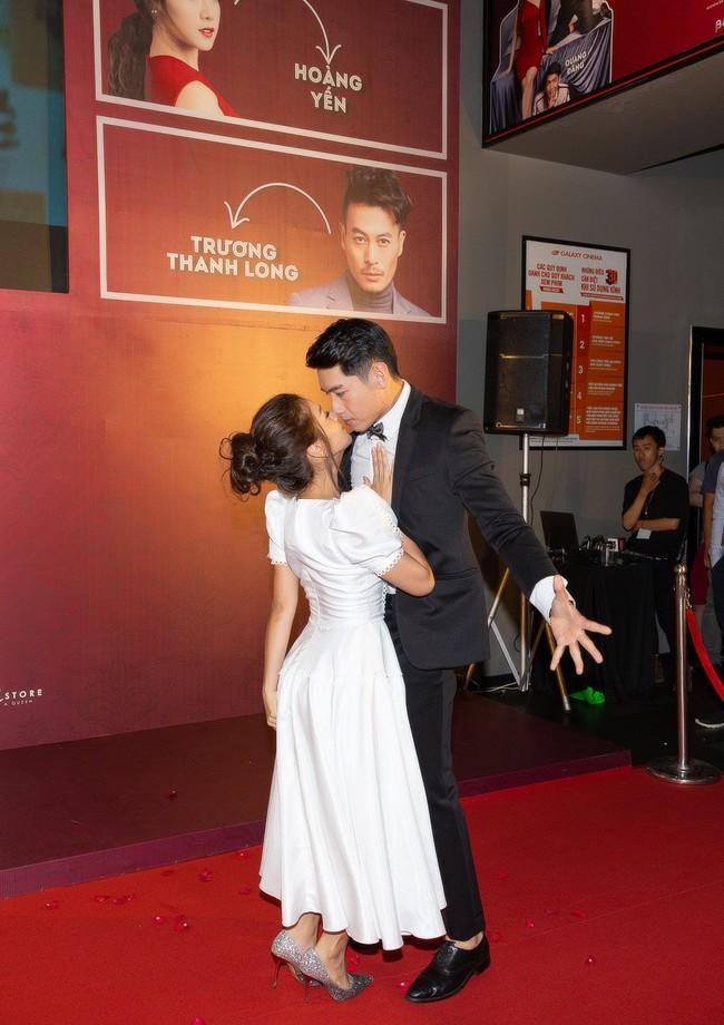 Hoàng Yến Chibi và Quang Đăng tình tứ nhảy múa trong họp báo  - Ảnh 2.