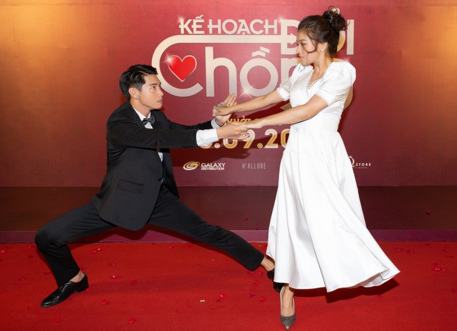 Hoàng Yến Chibi và Quang Đăng tình tứ nhảy múa trong họp báo  - Ảnh 3.