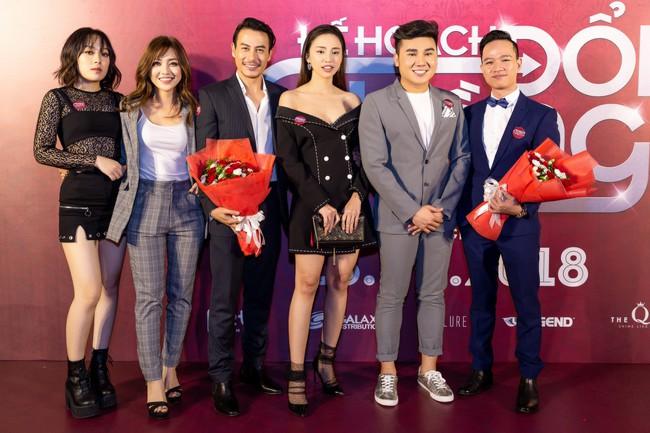 Hoàng Yến Chibi và Quang Đăng tình tứ nhảy múa trong họp báo  - Ảnh 7.
