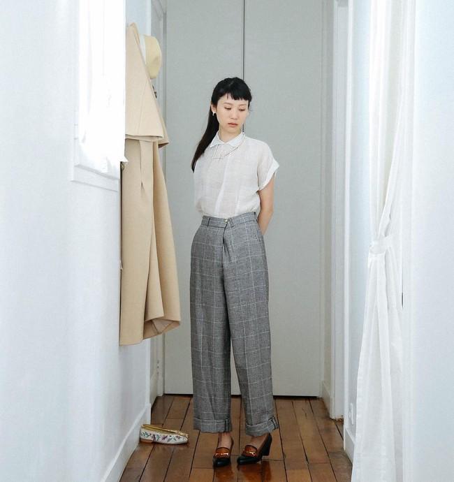 Chỉ diện quanh 3 màu đen – trắng – be nhưng phong cách của cô nàng này vẫn thật sang và cuốn hút khó cưỡng - Ảnh 10.