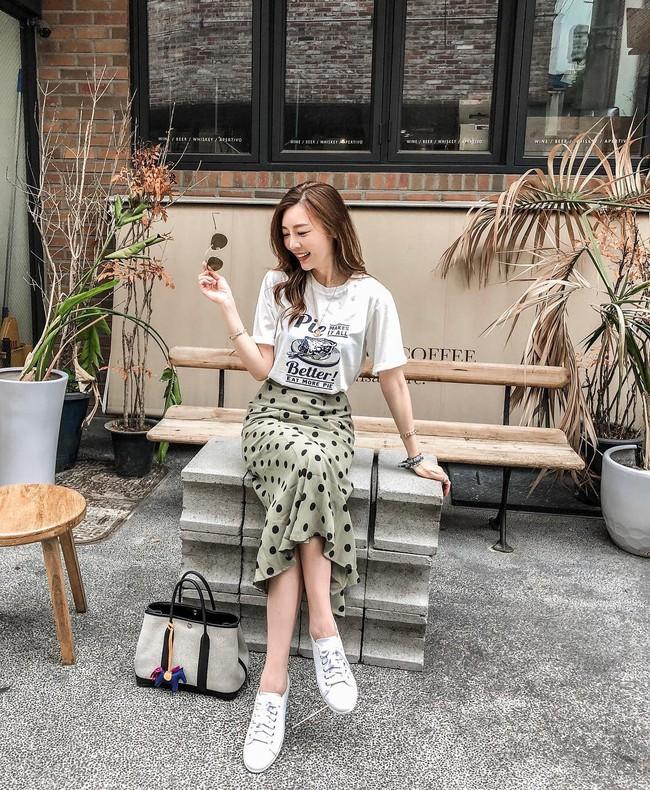 Chân ngắn hay dài mặc lên đều cao ráo tức thì với 15 công thức mix đồ thú vị từ chân váy midi - Ảnh 9.