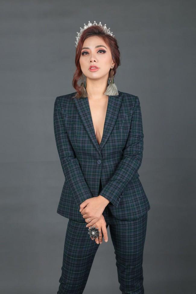 Miko Lan Trinh bất ngờ đoạt danh hiệu Hoa hậu Tài năng - Ảnh 2.