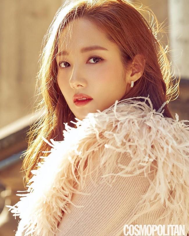 Tưởng không bao giờ lộ dấu vết dao kéo, Park Min Young gây xôn xao với chiếc mũi kỳ lạ trong hình tạp chí - Ảnh 1.