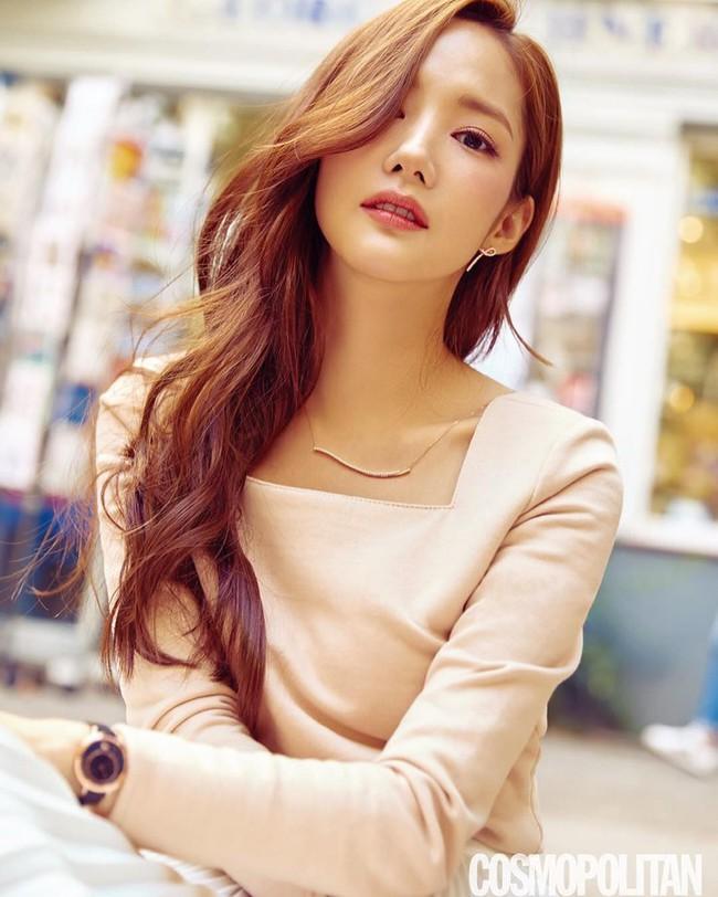 Tưởng không bao giờ lộ dấu vết dao kéo, Park Min Young gây xôn xao với chiếc mũi kỳ lạ trong hình tạp chí - Ảnh 3.