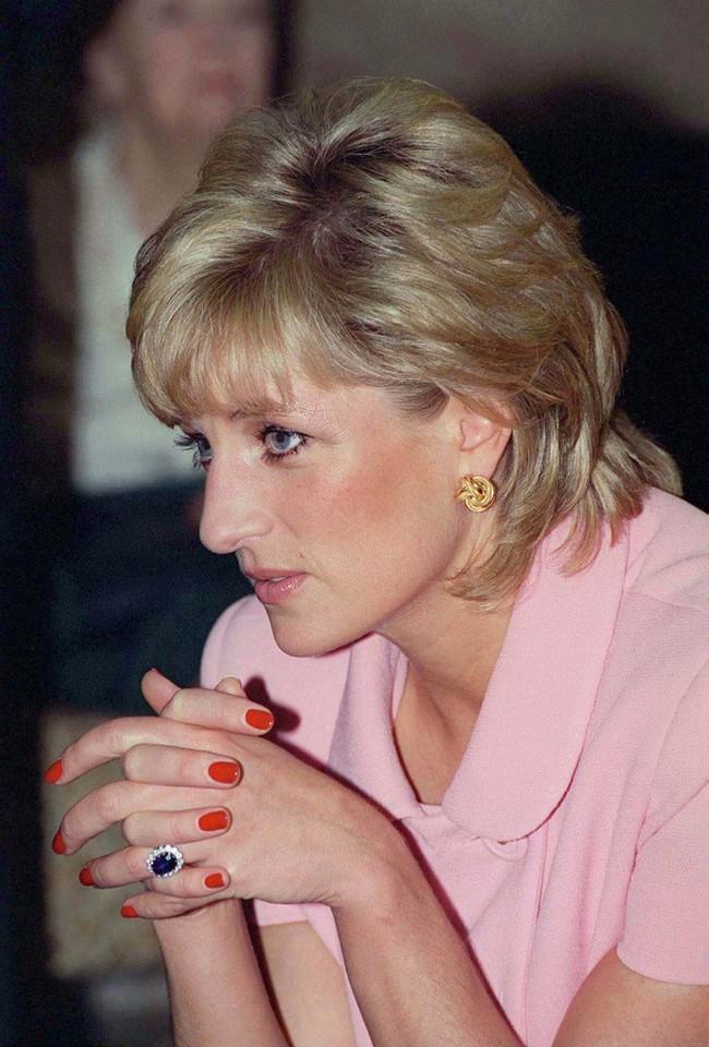Công nương Diana bỏ xa 2 con dâu về độ chịu chơi khi là người duy nhất phá luật làm đẹp cứng nhắc này của Hoàng gia Anh - Ảnh 3.
