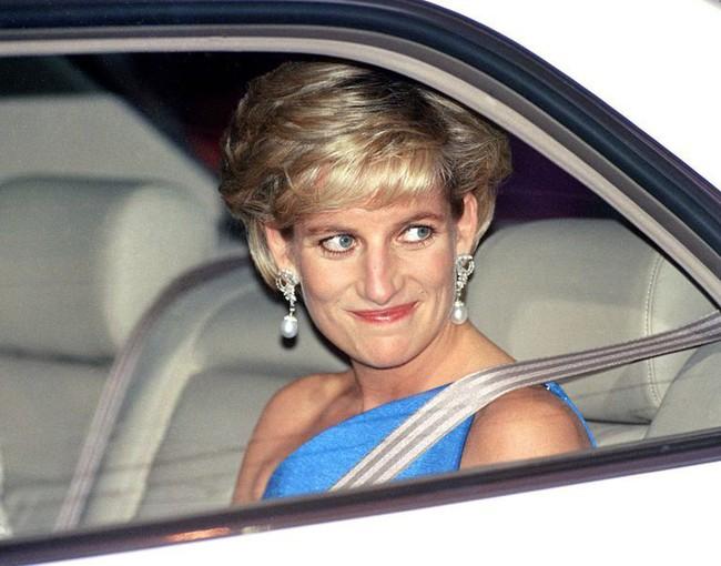 Công nương Diana bỏ xa 2 con dâu về độ chịu chơi khi là người duy nhất phá luật làm đẹp cứng nhắc này của Hoàng gia Anh - Ảnh 5.