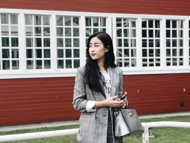 Nhiều Hoa hậu có nguyên tủ đồ hiệu tiền tỷ, Đỗ Mỹ Linh chỉ khiêm tốn mua 7 chiếc túi, dùng đi dùng lại suốt thời gian qua - Ảnh 1.