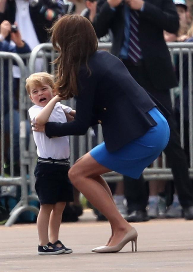 Đây chính là những bức ảnh chứng minh rằng cho dù bạn là Công nương, Hoàng tử hay Nữ Hoàng thì vẫn chỉ là những người vô cùng bình thường - Ảnh 14.
