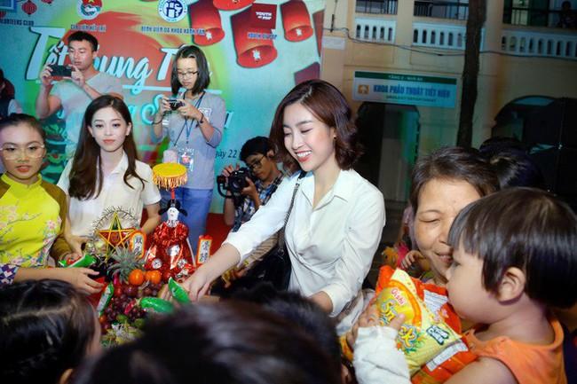 Á hậu Phương Nga giản dị đi thiện nguyện cùng Mỹ Linh và Thanh Tú sau khi đăng quang - Ảnh 6.