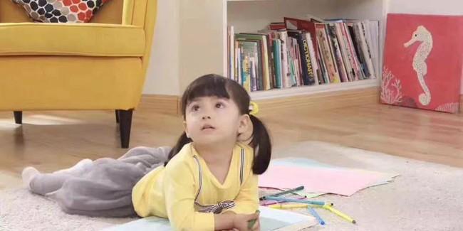 Ngôi nhà 3 tầng với điểm nhấn màu vàng ấm cúng của mẹ hai con ở Thượng Hải - Ảnh 2.