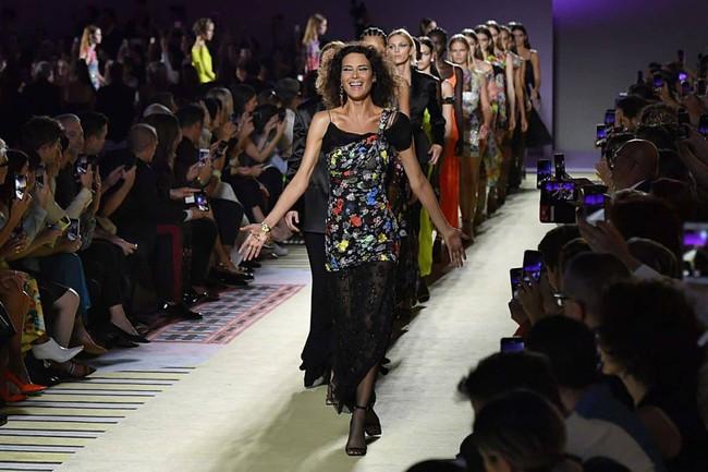 Thảo Tiên - Đệ nhất Rich Kid Việt cùng mẹ lại tiếp tục chinh phục Milan Fashion Week, điểm đến đầu tiên là show Versace - Ảnh 12.