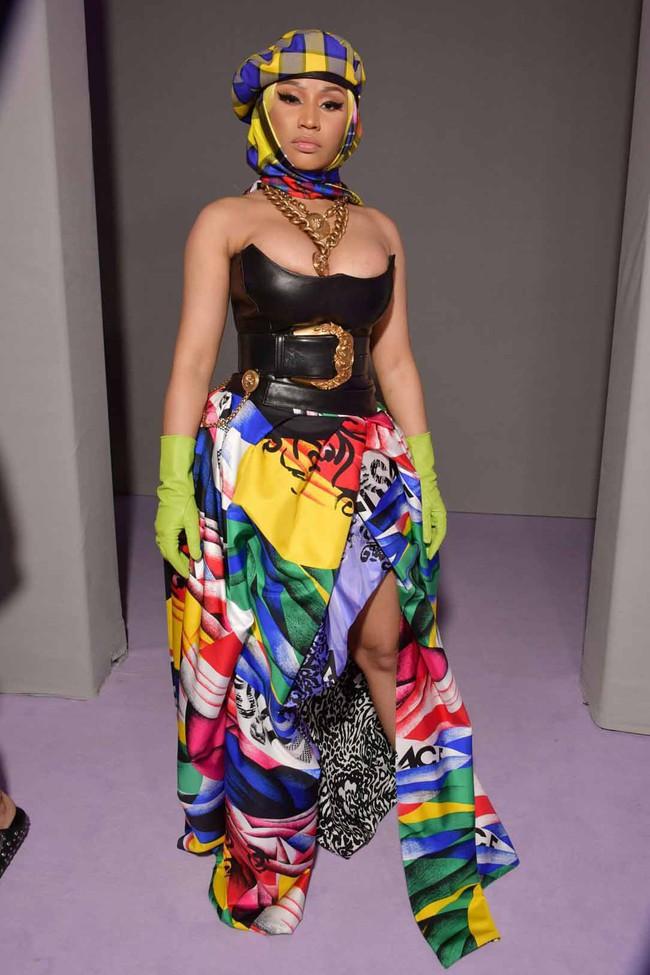 Thảo Tiên - Đệ nhất Rich Kid Việt cùng mẹ lại tiếp tục chinh phục Milan Fashion Week, điểm đến đầu tiên là show Versace - Ảnh 5.