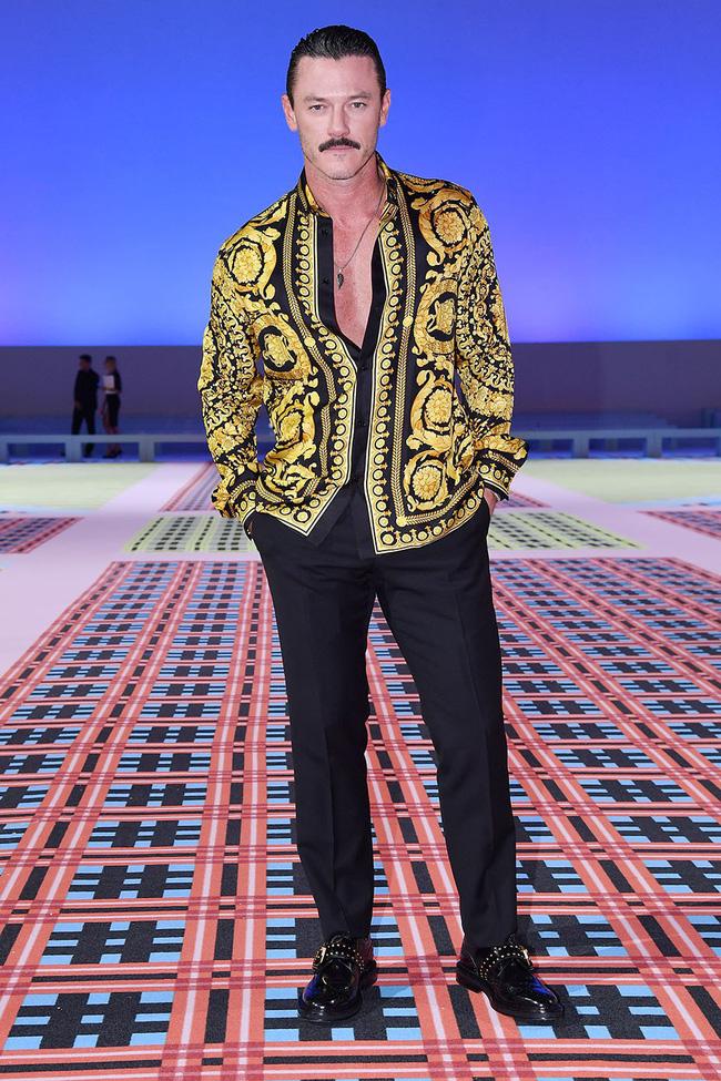 Thảo Tiên - Đệ nhất Rich Kid Việt cùng mẹ lại tiếp tục chinh phục Milan Fashion Week, điểm đến đầu tiên là show Versace - Ảnh 10.