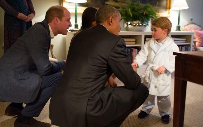 Hoàng tử George – cậu bé mặc đẹp từ trong trứng nước và có tầm ảnh hưởng về thời trang không hề thua kém mẹ Kate Middleton - Ảnh 4.