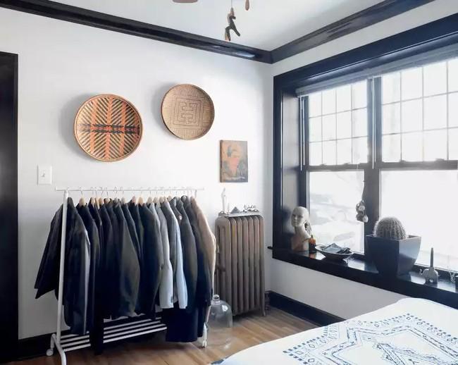 4 cách thiết kế tủ quần áo cực hợp lý trong những phòng ngủ chật hẹp - Ảnh 1.