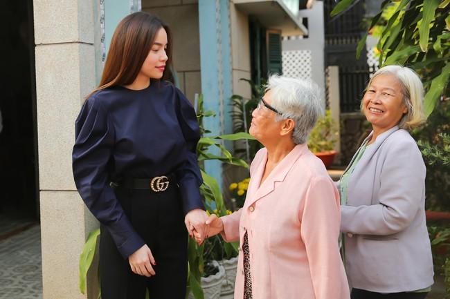 Không chỉ mỗi bà bầu Diệp Lâm Anh nhiều sao Việt khác lên đồ đi từ thiện, nhìn thì đơn giản mà bóc giá ra thì cả chục triệu đồng - Ảnh 2.