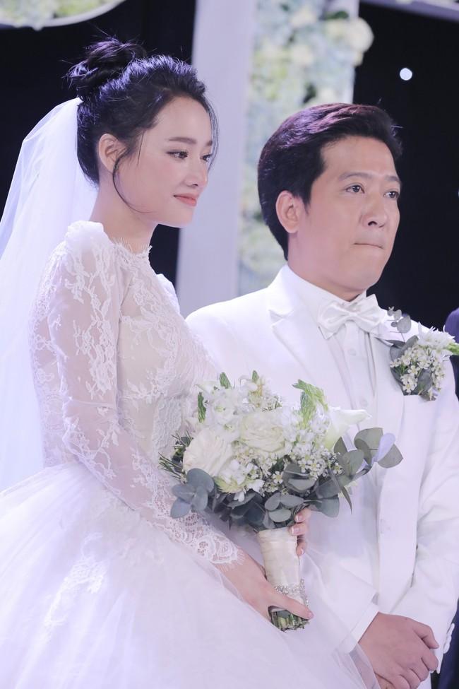 Phía sau giọt nước mắt của Nhã Phương - Trường Giang tại đám cưới là câu chuyện xúc động ít người biết - Ảnh 2.
