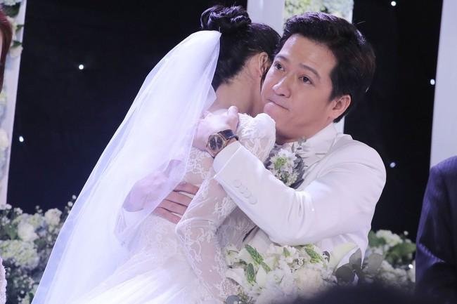 Phía sau giọt nước mắt của Nhã Phương - Trường Giang tại đám cưới là câu chuyện xúc động ít người biết - Ảnh 3.