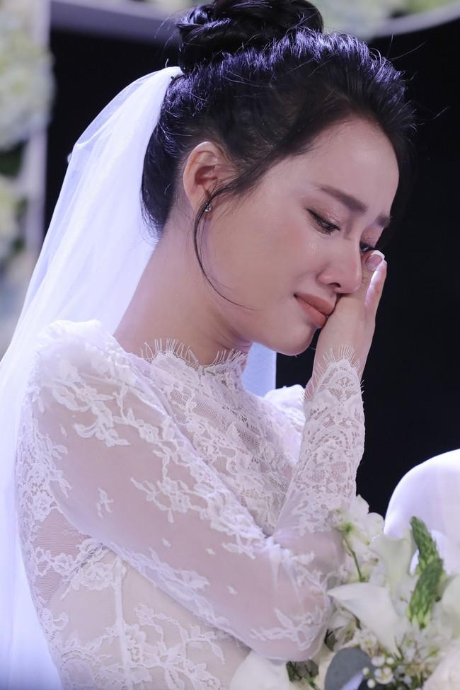 Phía sau giọt nước mắt của Nhã Phương - Trường Giang tại đám cưới là câu chuyện xúc động ít người biết - Ảnh 4.