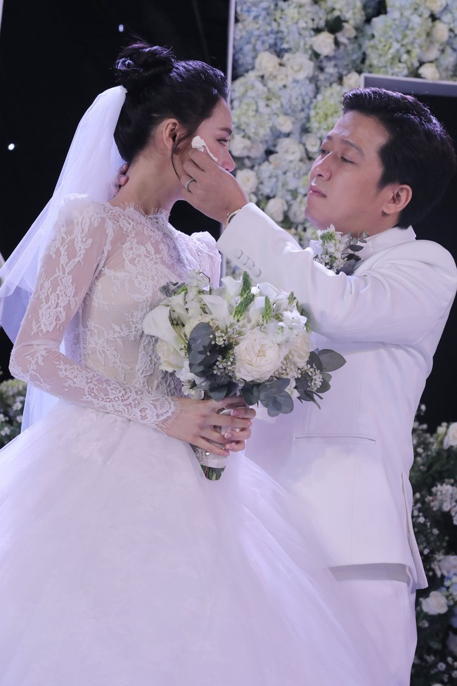 Phía sau giọt nước mắt của Nhã Phương - Trường Giang tại đám cưới là câu chuyện xúc động ít người biết - Ảnh 5.