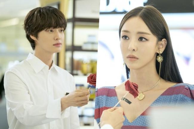 Bỏ rơi vợ Goo Hye Sun ở nhà, Ahn Jae Hyun sánh đôi cùng gái lạ - Ảnh 4.